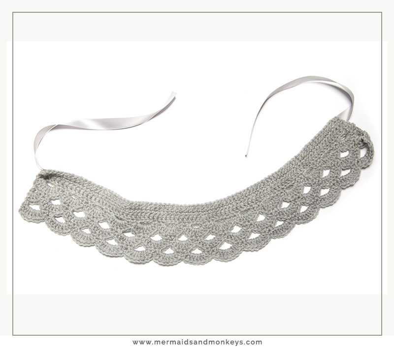 The Crochet Peter Pan Collar has a scalloped edge, and a cute ribbon closure in the front. #crochetcollar #crochetpattern #crochetlove #crochetaddict