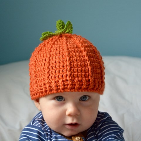 Pumpkin Beanie Hat - If you're in a rush, these free crochet baby hat patterns are perfect for showing how much you really care, without taking a month to complete. #crochetbabyhatpattern #crochethat #crochetpattern #crochetbabybeanie #crochetaddict