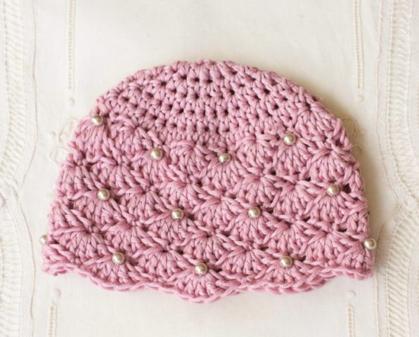 Vintage Pearl Baby Hat - If you're in a rush, these free crochet baby hat patterns are perfect for showing how much you really care, without taking a month to complete. #crochetbabyhatpattern #crochethat #crochetpattern #crochetbabybeanie #crochetaddict