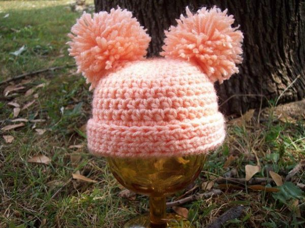 Welcome Home Beanie - If you're in a rush, these free crochet baby hat patterns are perfect for showing how much you really care, without taking a month to complete. #crochetbabyhatpattern #crochethat #crochetpattern #crochetbabybeanie #crochetaddict