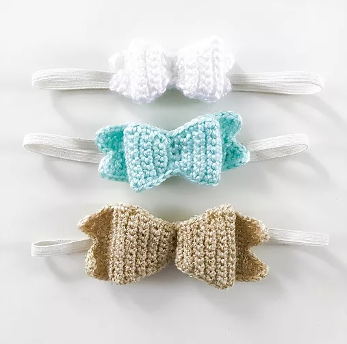 Baby Bow Headband - This list of unique crochet baby headbands for girls are sweet and simple. You can whip these free crochet patterns up in no time, and there are so many options. #CrochetBabyHeadbands #BabyHeadbandPatterns #FreeCrochetPattern