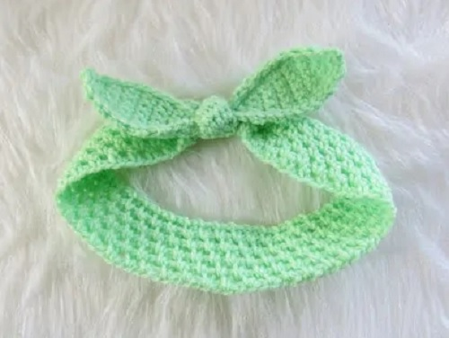 Knot Me Up Headband - This list of unique crochet baby headbands for girls are sweet and simple. You can whip these free crochet patterns up in no time, and there are so many options. #CrochetBabyHeadbands #BabyHeadbandPatterns #FreeCrochetPattern