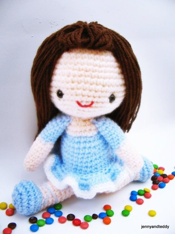 Bella Ballerina - These free crochet doll patterns are a mix of amigurumi patterns and other techniques. Create your own world with dolls that will take you on a journey. #AmigurumiPatterns #CrochetDollPatterns #FreeCrochetPatterns