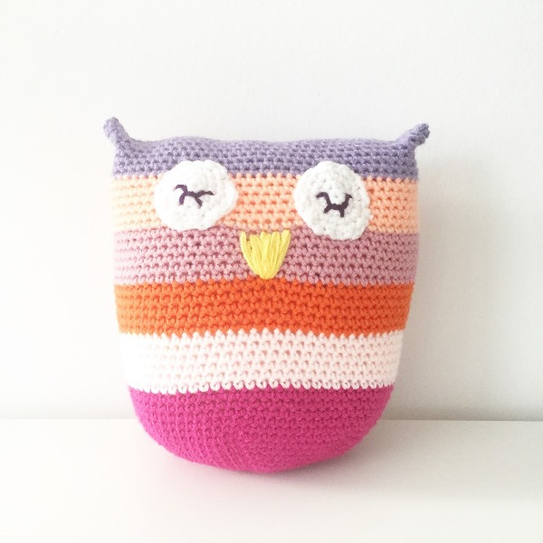 Crochet Owl Cushion - These crochet pillows are fun and an adventure to make. If you're looking for creative kids pillows, this list will be your go to. #CrochetPillowPatterns #CrochetPatterns #CrochetAddict