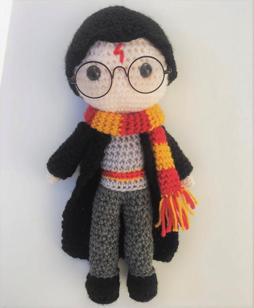 Harry Potter Amigurumi - These free crochet doll patterns are a mix of amigurumi patterns and other techniques. Create your own world with dolls that will take you on a journey. #AmigurumiPatterns #CrochetDollPatterns #FreeCrochetPatterns