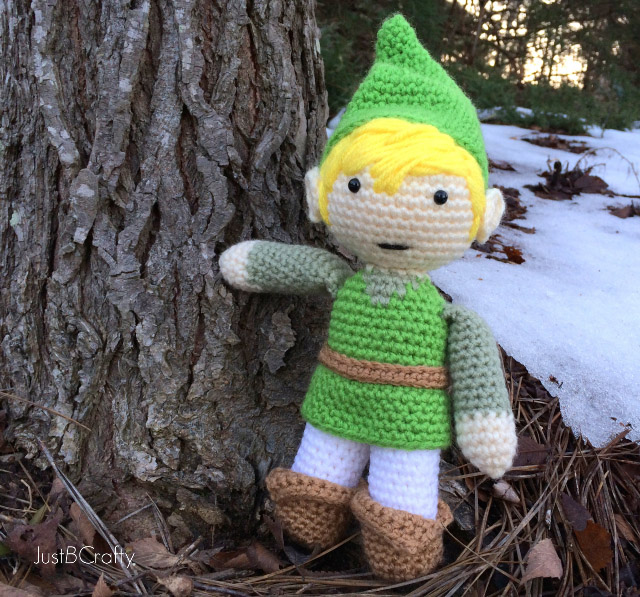 Legend of Zelda Link Amigurumi - These free crochet doll patterns are a mix of amigurumi patterns and other techniques. Create your own world with dolls that will take you on a journey. #AmigurumiPatterns #CrochetDollPatterns #FreeCrochetPatterns