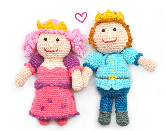Prince and Princess - These free crochet doll patterns are a mix of amigurumi patterns and other techniques. Create your own world with dolls that will take you on a journey. #AmigurumiPatterns #CrochetDollPatterns #FreeCrochetPatterns