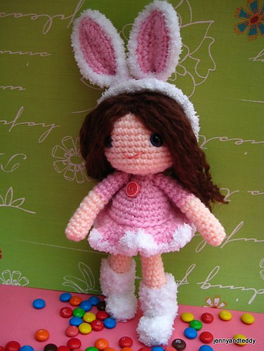 Rose Girl Amigurumi - These free crochet doll patterns are a mix of amigurumi patterns and other techniques. Create your own world with dolls that will take you on a journey. #AmigurumiPatterns #CrochetDollPatterns #FreeCrochetPatterns