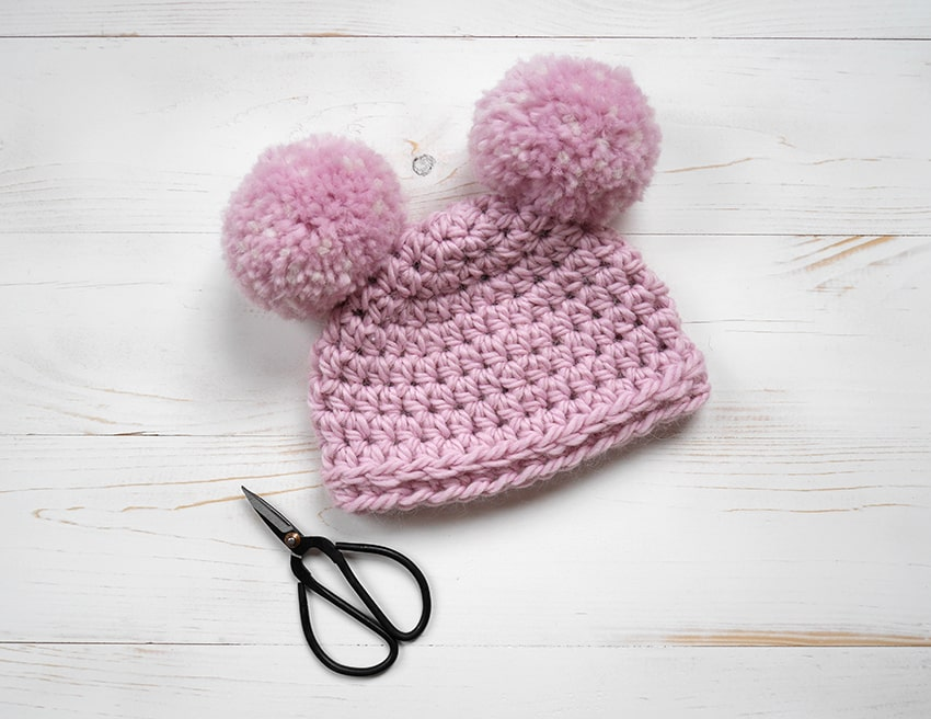 Beginner Crochet Hat - These free newborn crochet hat patterns are fun and easy to work on. These baby accessories are so fast to make and anyone can do it. #CrochetBabyHatPatterns #CrochetHatPatterns #CrochetNewbornHats