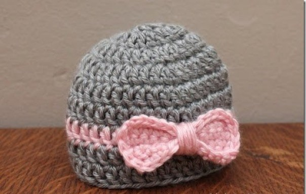 Newborn Bow Hat - These free newborn crochet hat patterns are fun and easy to work on. These baby accessories are so fast to make and anyone can do it. #CrochetBabyHatPatterns #CrochetHatPatterns #CrochetNewbornHats