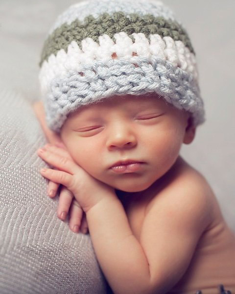 Easy Crochet Hat - These free newborn crochet hat patterns are fun and easy to work on. These baby accessories are so fast to make and anyone can do it. #CrochetBabyHatPatterns #CrochetHatPatterns #CrochetNewbornHats