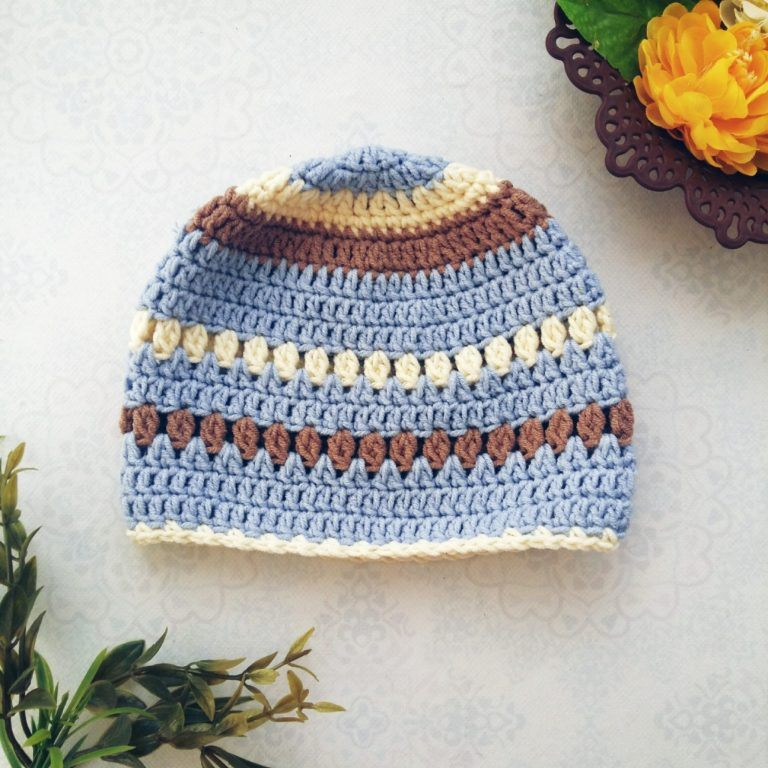 The Creamy Baby Beanie - These free newborn crochet hat patterns are fun and easy to work on. These baby accessories are so fast to make and anyone can do it. #CrochetBabyHatPatterns #CrochetHatPatterns #CrochetNewbornHats