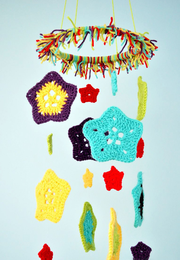 Star Baby Mobile - Crochet baby mobiles are colorful, fun and creative. Grab your hook and your favorite type of yarn, and get started on a baby mobile for someone you know. #CrochetBabyMobiles #CrochetPatterns #FreeCrochetPatterns
