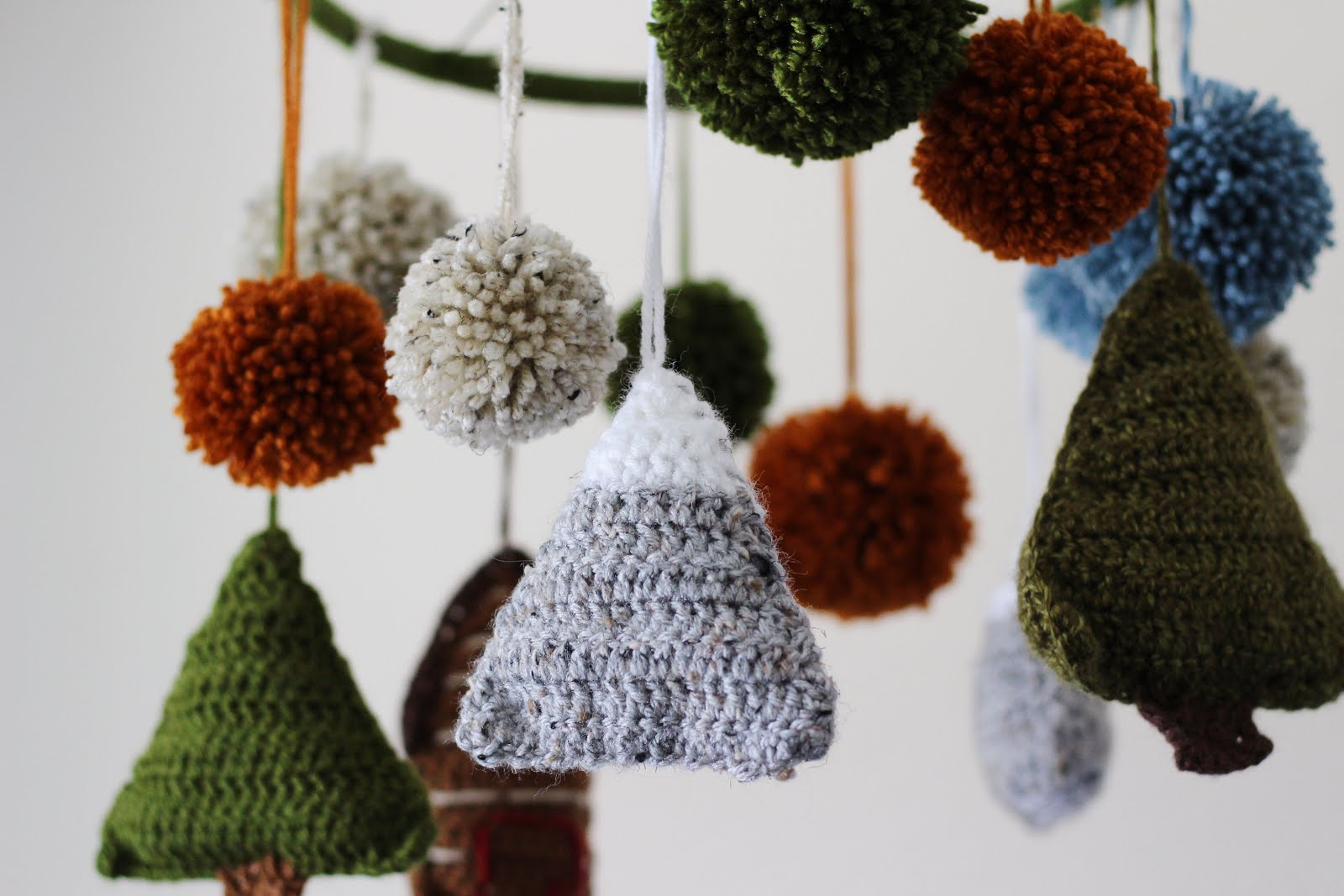 Woodland Baby Mobile - Crochet baby mobiles are colorful, fun and creative. Grab your hook and your favorite type of yarn, and get started on a baby mobile for someone you know. #CrochetBabyMobiles #CrochetPatterns #FreeCrochetPatterns