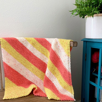 Diagonal Baby Blanket - Each of these baby blanket knitting patterns is suitable for any skill level and is fun to make. The best part is how colorful they all are and how versatile. #BabyBlanketKnittingPatterns #KnitBabyBlankets #FreeKnitPatterns