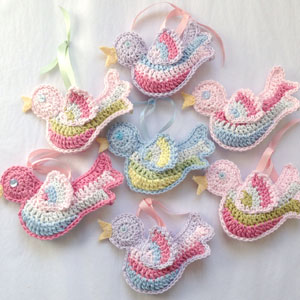 Little Crochet Birds - Crochet baby mobiles are colorful, fun and creative. Grab your hook and your favorite type of yarn, and get started on a baby mobile for someone you know. #CrochetBabyMobiles #CrochetPatterns #FreeCrochetPatterns