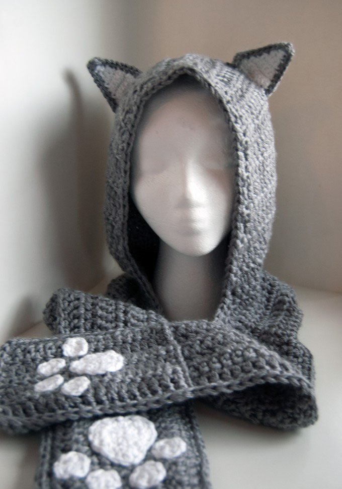 Cuddly Cat Crochet Scoodie With Pockets - These hooded free crochet scarf patterns are excellent alternatives to full-blown costumes when your kid is not into that kind of thing. #freecrochetscarfpatterns #crochetscarf