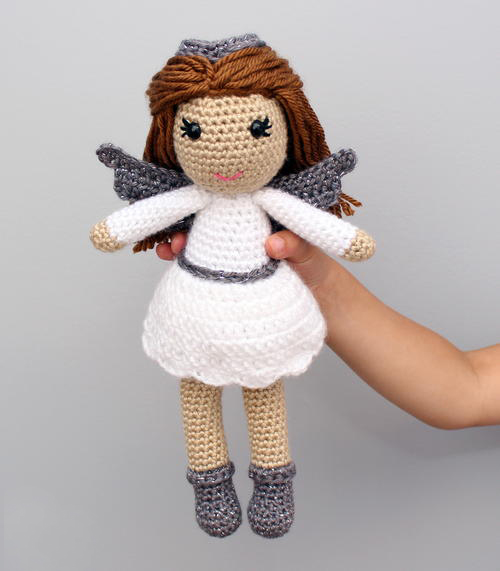 Angel Amigurumi - Fill this holiday season with crochet toy projects that will fill your home with more joy than ever before. #crochettoys #christmastoys #crochetamigurumi
