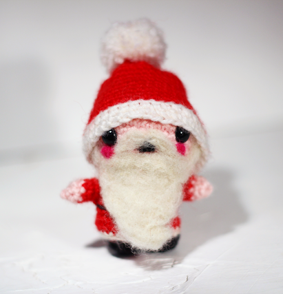 Crochet Santa Claus - Fill this holiday season with crochet toy projects that will fill your home with more joy than ever before. #crochettoys #christmastoys #crochetamigurumi