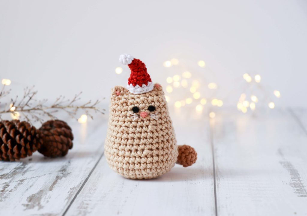 Itty Bitty Kitty - Fill this holiday season with crochet toy projects that will fill your home with more joy than ever before. #crochettoys #christmastoys #crochetamigurumi