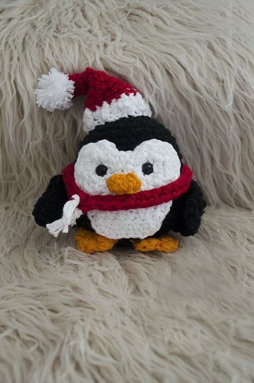 Stuffy The Christmas Penguin - Fill this holiday season with crochet toy projects that will fill your home with more joy than ever before. #crochettoys #christmastoys #crochetamigurumi