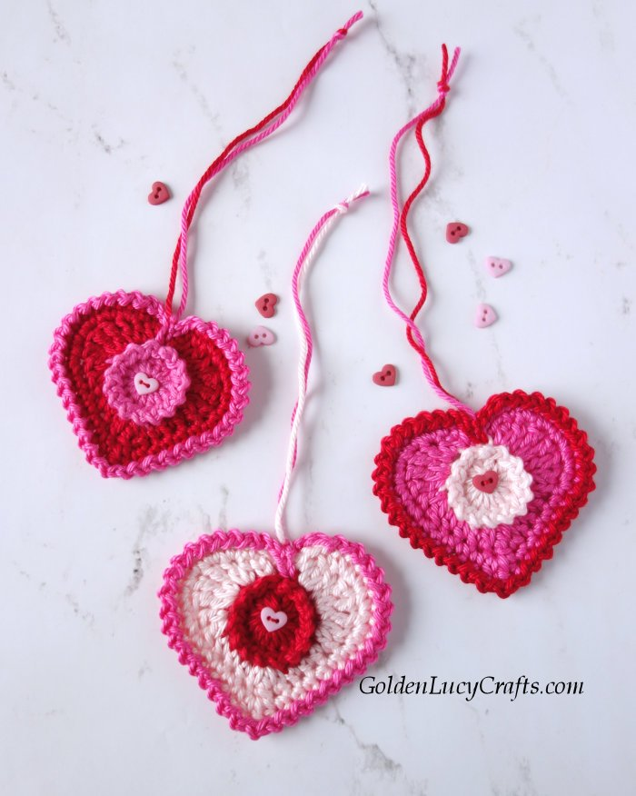 Crochet Valentine's Day Heart - One way you can show your love for kids this Valentine's is by crocheting these simple crochet patterns. #simplecrochetpatterns #crochetpatterns #kidscrochetpatterns