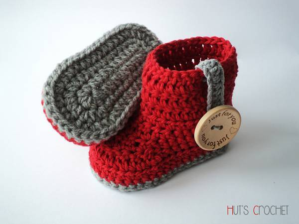 Hut's Amore Baby Boots - One way you can show your love for kids this Valentine's is by crocheting these simple crochet patterns. #simplecrochetpatterns #crochetpatterns #kidscrochetpatterns